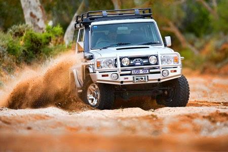 Lái xe trong bùn lầy