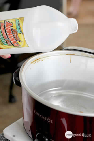 A Simple Way to Clean the Inside of your Slow Cooker