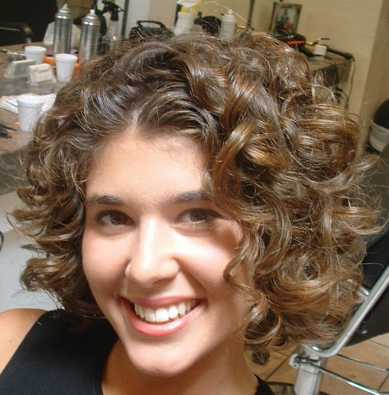 short cuts for curly hair round face
