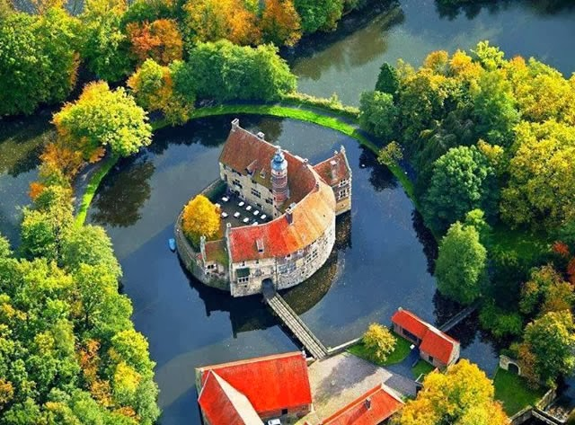 VISCHERING CASTLE  - LÜDINGHAUSEN, NORTH RHINE-WESTFALIA, GERMANY
