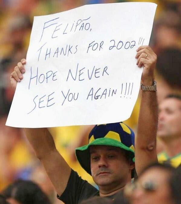 المنتخب البرازيلي يقوم بعمل غير رياضي بعد نهاية المباراة