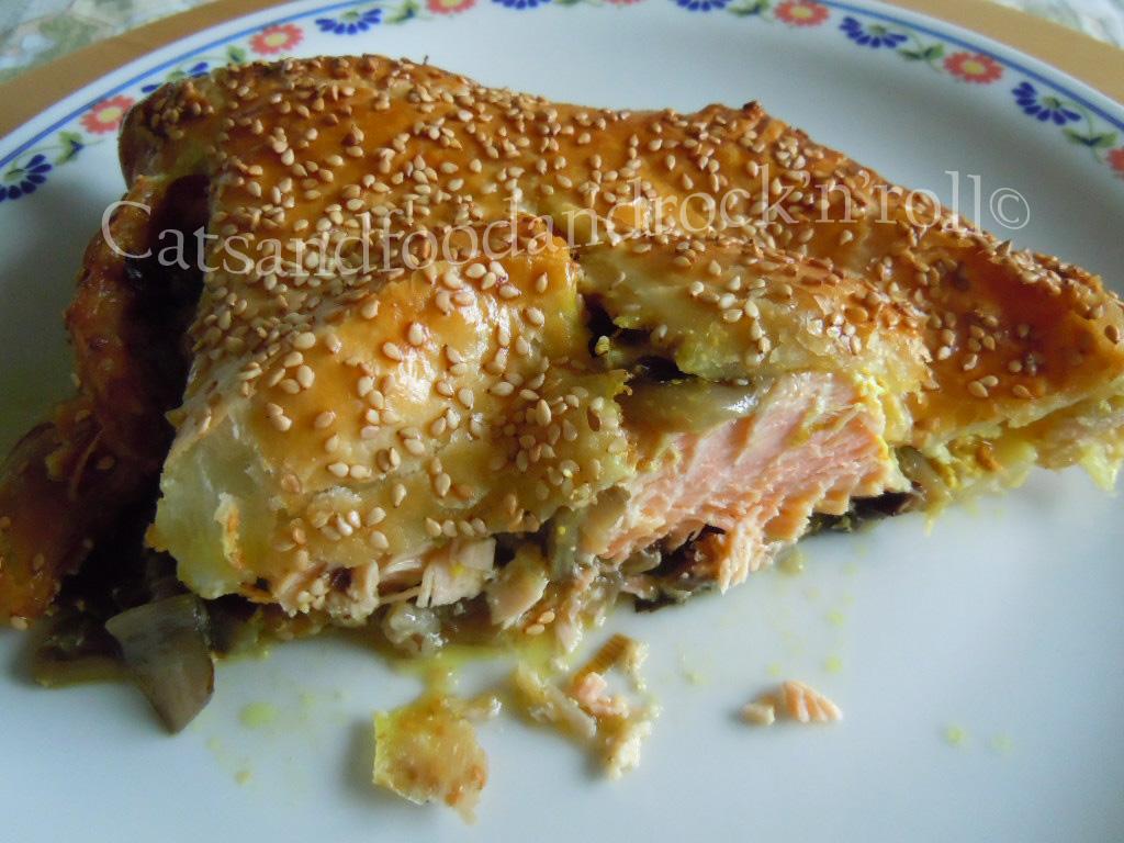 salmone in crosta sfogliata con radicchio trevigiano tardivo e curcuma
