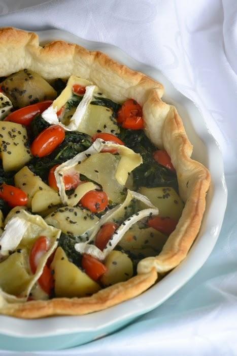 torta salata tarassaco, patate, datterini e briè