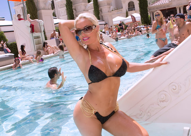 Nicole Coco Austin in a tiny black Bikini at Caesars Palace