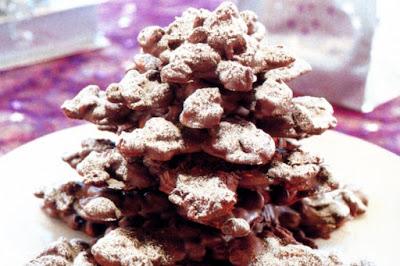 Choc fruit and nut Christmas tree Recipe