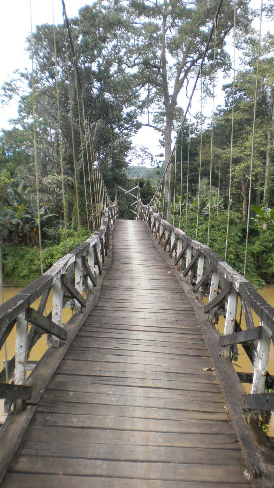 Jembatan kayu gantung