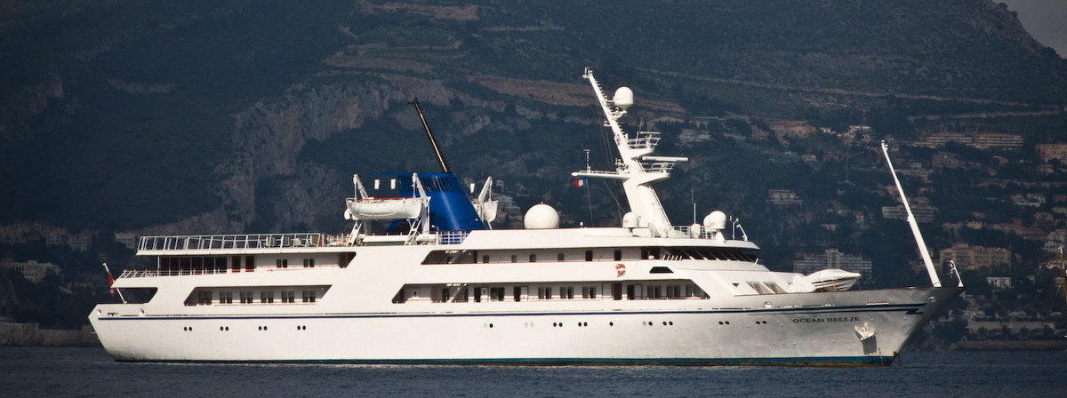 Superyacht OCEAN BREEZE