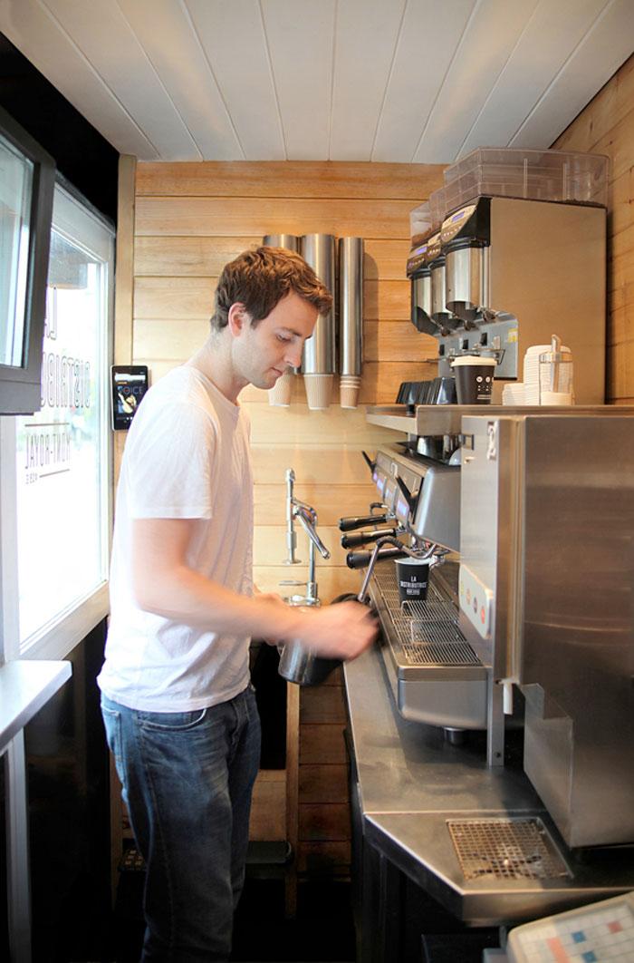 Copy creativo la distributrice una peque a cafeter a for Diseno de cafeterias pequenas