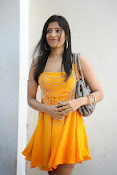 actress pragathi hot photos in yellow-thumbnail-1