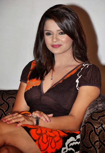 Aashka Goradia HD Wallpapers Free Download