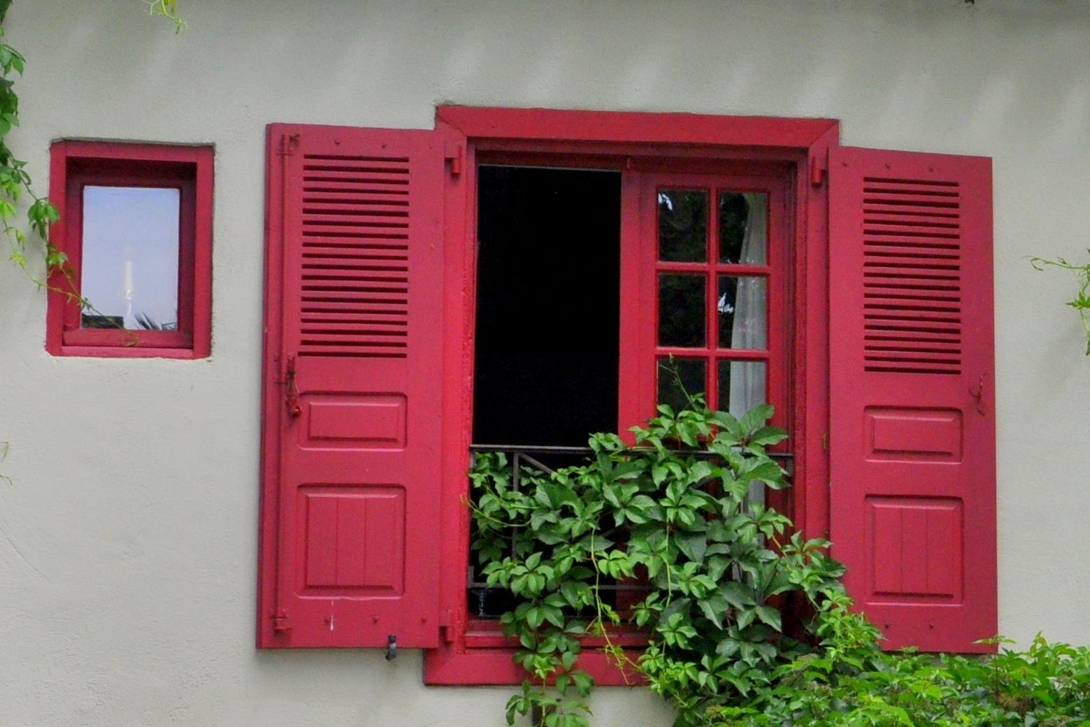Au fil de la photo habill e de lierre for Fenetre rouge
