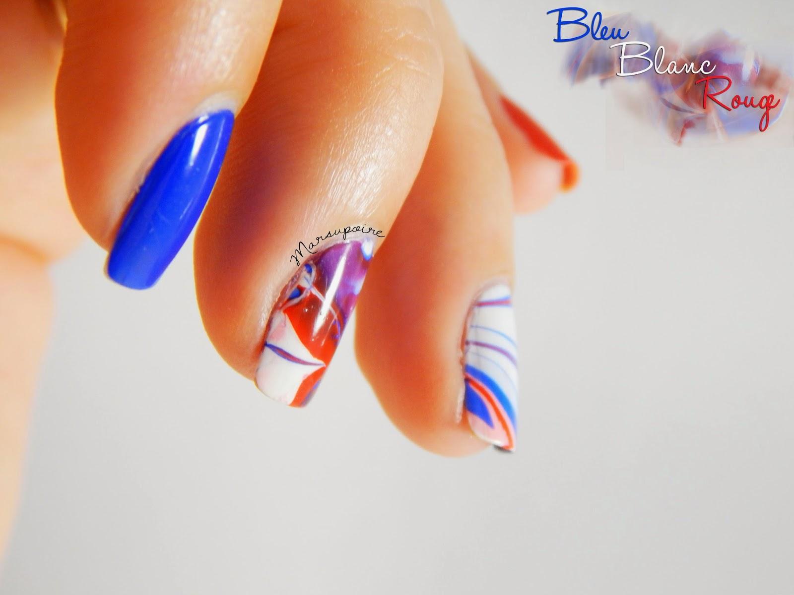 Nail art Watermarble bleu blanc rouge 3