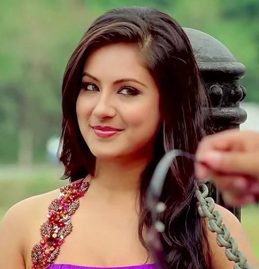 Pooja+Bose+Hot+Picture+from+Loveria002