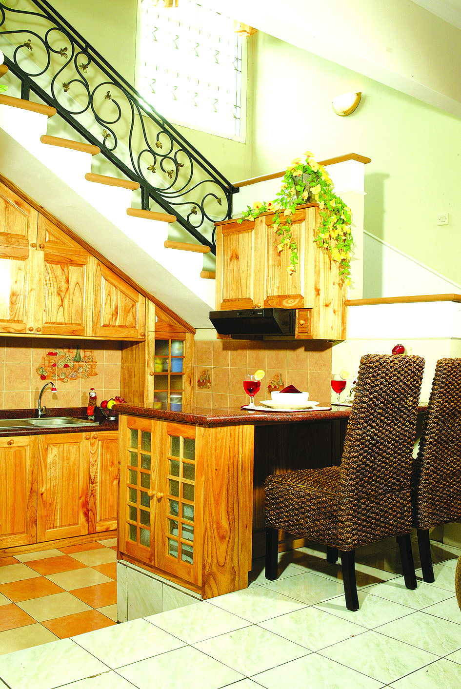 Kitchen design under the stairs with limited room home for Kitchen set bawah