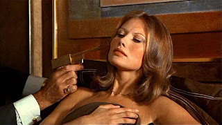 maud-adams-golden-gun-005.jpg