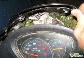 ti vrike mesa sti motosykleta 4 ΔΕΙΤΕ: Τι παράξενο βρήκε μέσα στην μοτοσυκλέτα του;