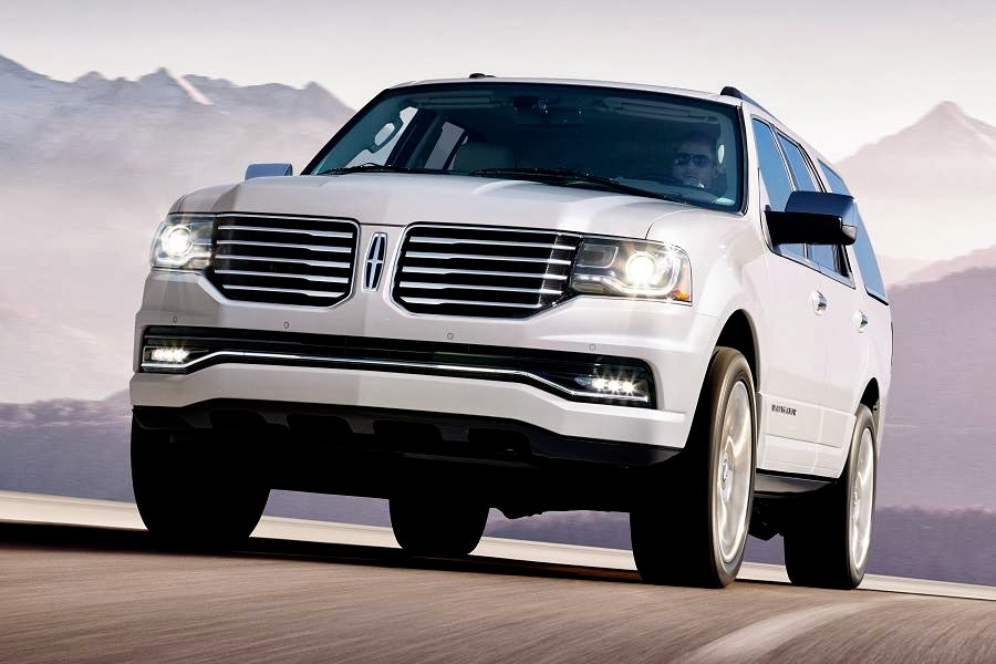 Lincoln Navigator (2015) Front Side
