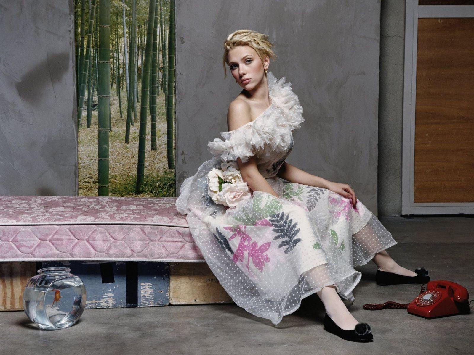http://4.bp.blogspot.com/-GtEVAvrziwk/TrVutrj6m6I/AAAAAAAAIvc/LgVBNnm41I0/s1600/Scarlett_Johansson_style_Wallpapers.jpg