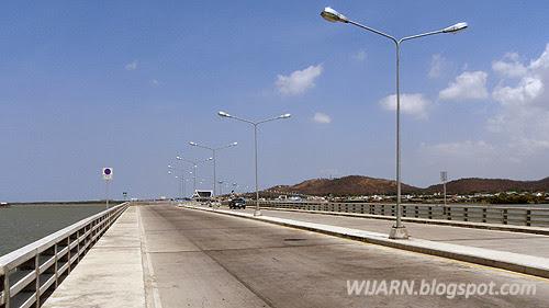 ถนนเลียบชายทะเล (สะพานชลมารควิถี ๘๔ พรรษา)