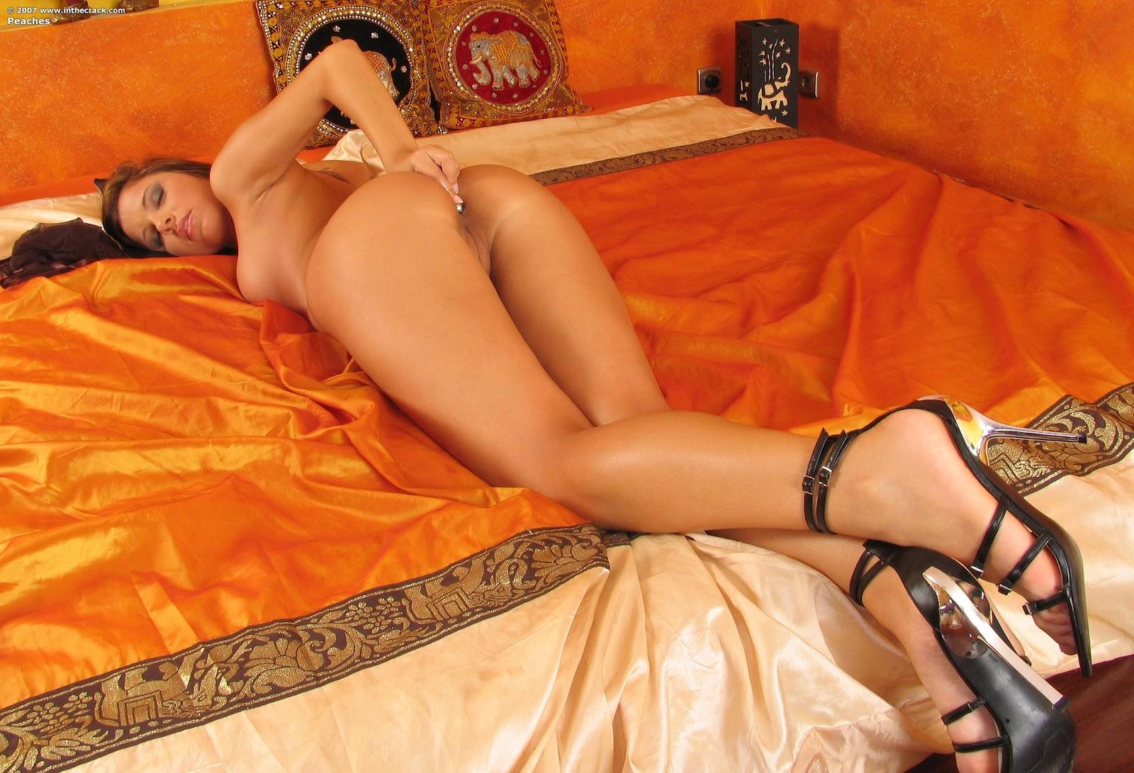 http://4.bp.blogspot.com/-GtP2HTi4Vxs/T4r_yYneCdI/AAAAAAAAJNg/_5fC1OwcPg4/s1600/inthecrack_126_peaches_complete_full_size_picture_set+(66).jpg