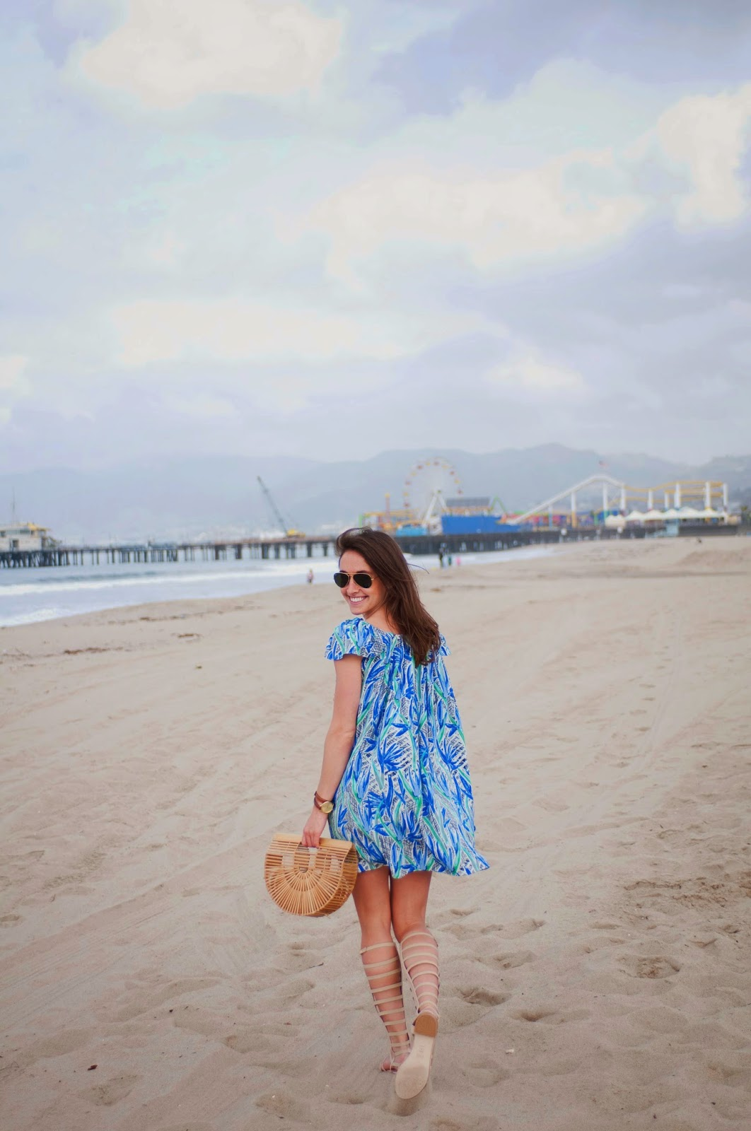 beach-outfit-inspiration-gladiator-sandals-wooden-clutch-kenzo