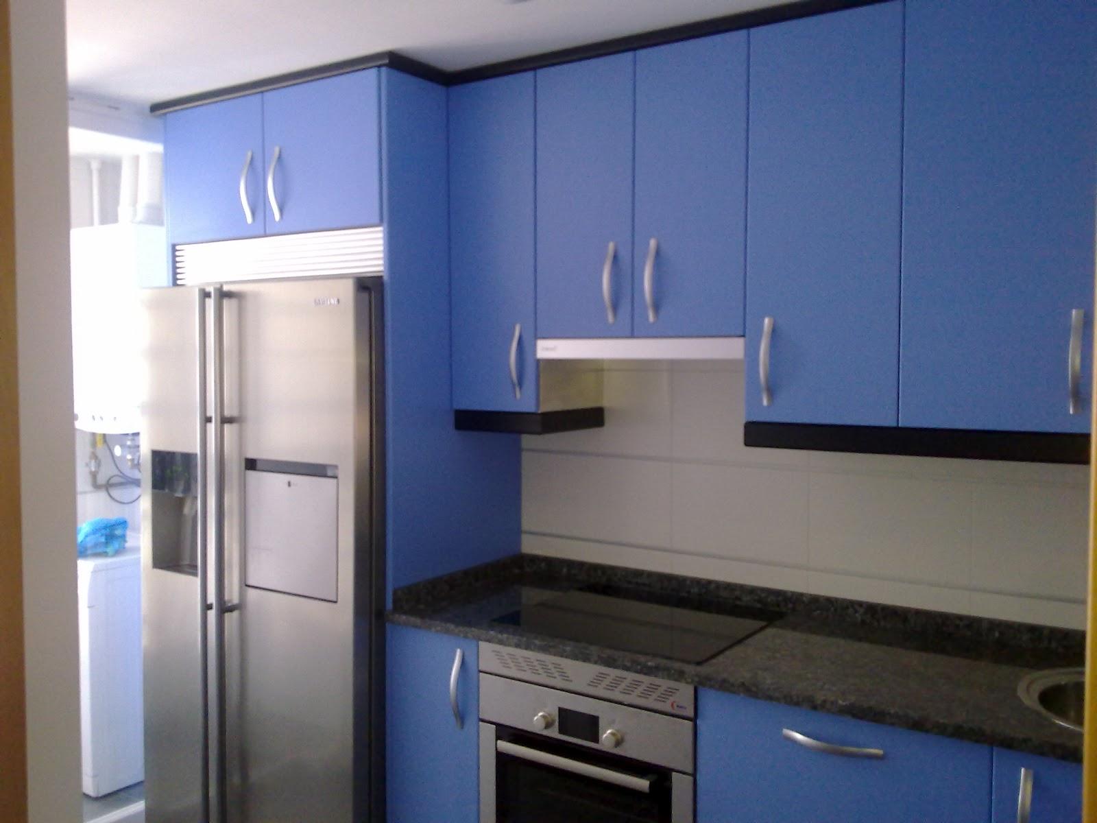 Laminado azul mate encimera granito labrador claro for Cielos de cocinas
