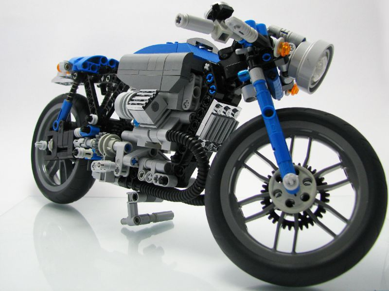 this moc is a very good looking cafe racer moto guzzi with a not so common color scheme blue and grey with some chrome details that actually looks great - Blue Cafe 2015