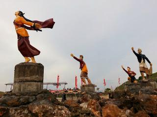 Festival Bau Nyale di Pantai Seger