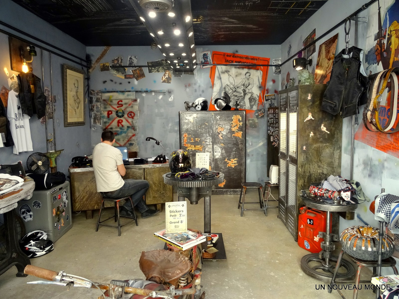 l 39 atelier de philippe ameublement du magasin au sou d 39 or di spartac b ziers. Black Bedroom Furniture Sets. Home Design Ideas