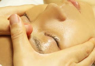 ビタミンC を使用したフェイシャルエステで、毛穴レス・美白・コラーゲン活性