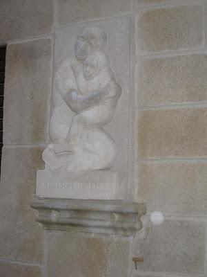 escultura tallada con mortero para fachada