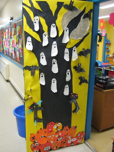 L 39 univers de ma classe happy halloween - Decoration de porte halloween ...
