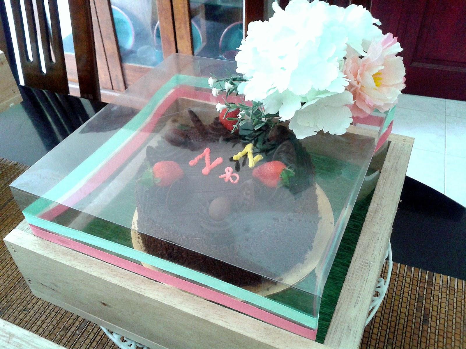 Hantaran kelima ni tragis sikit... kek besar tak muat nak letak atas kotak  hantaran tu be87101c46