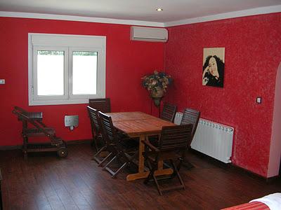 Un comedor rojo pasi n cocinas modernass for Comedor gris con rojo
