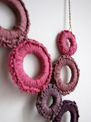 crochet accessories: delight necklace tutorial