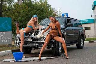 mulheres-lavando-carros-1