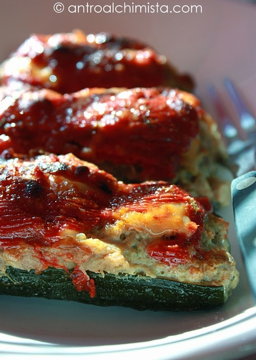 zucchine ripiene di carne in salsa di pomodoro