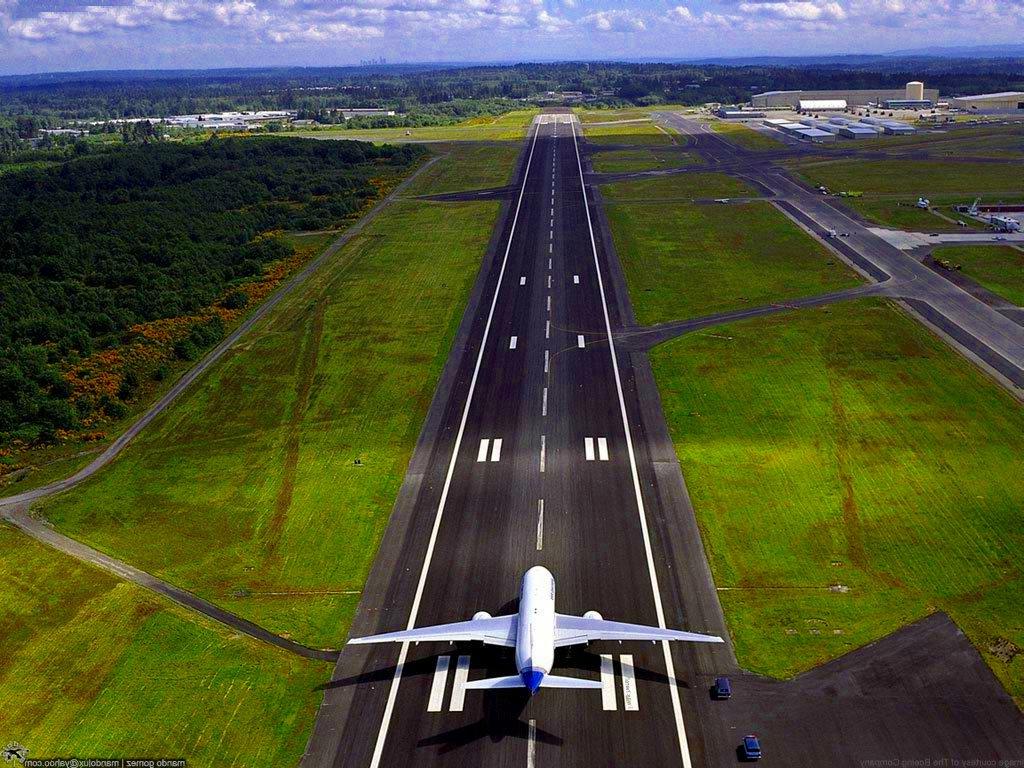 http://4.bp.blogspot.com/-Gvxncejxfi0/TZ6aKcWjX6I/AAAAAAAAAFk/WxjyEVCQ6-U/s1600/on-the-landing-field-2c-airplane-before-take-off_4779.jpg