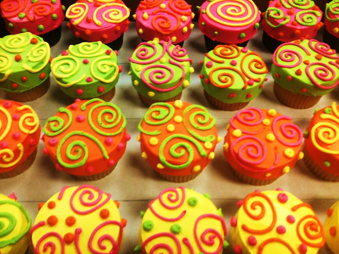Swirlee_Rum_Wedding_Cupcakes