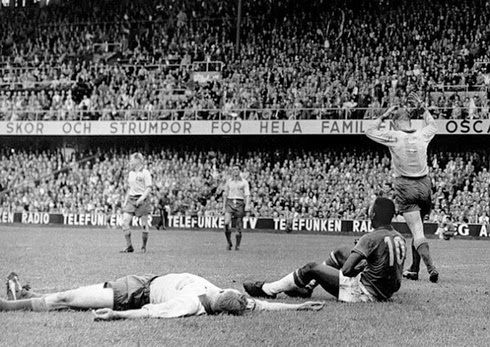 Pelé depois do 5° gol brasileiro na final da copa de 1958