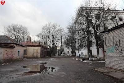 Выход на нужную улицу Академическую мимо заброшенного госпиталя