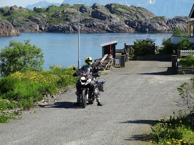De Svolvaer a Henningsvaer, pueblo pesquero muy recomendable.