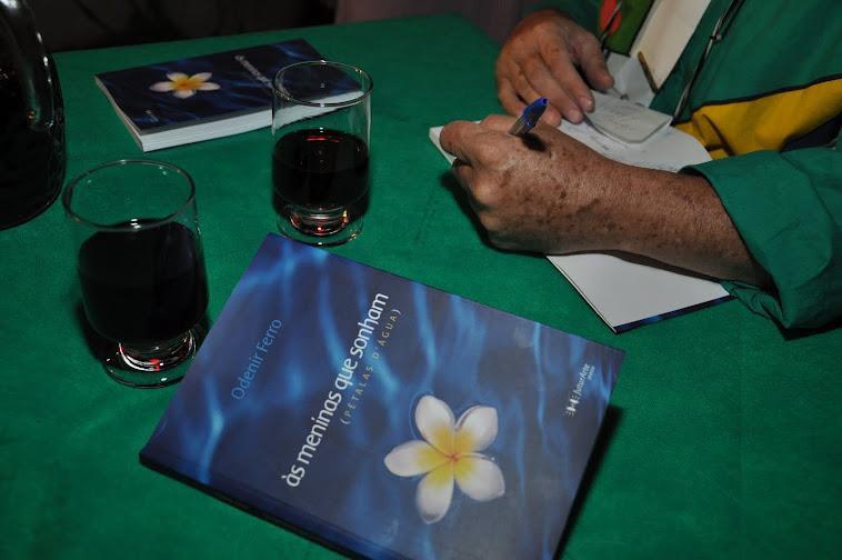 Livro: ÀS MENINAS QUE SONHAM (Pétalas d'água) Autor: Odenir Ferro