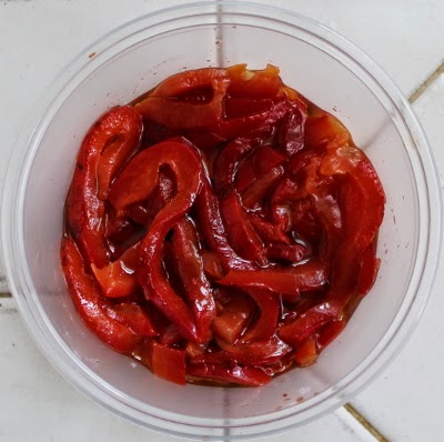 roasted red pepper strips in olive oil