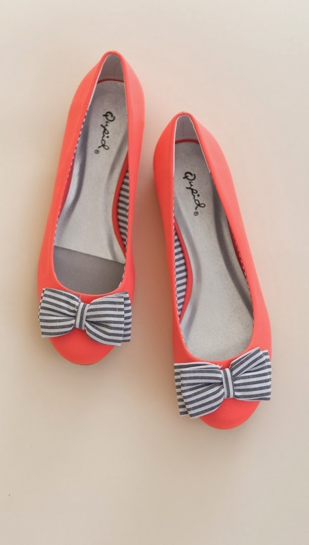 Simple and cute pink color flats with stripes bow