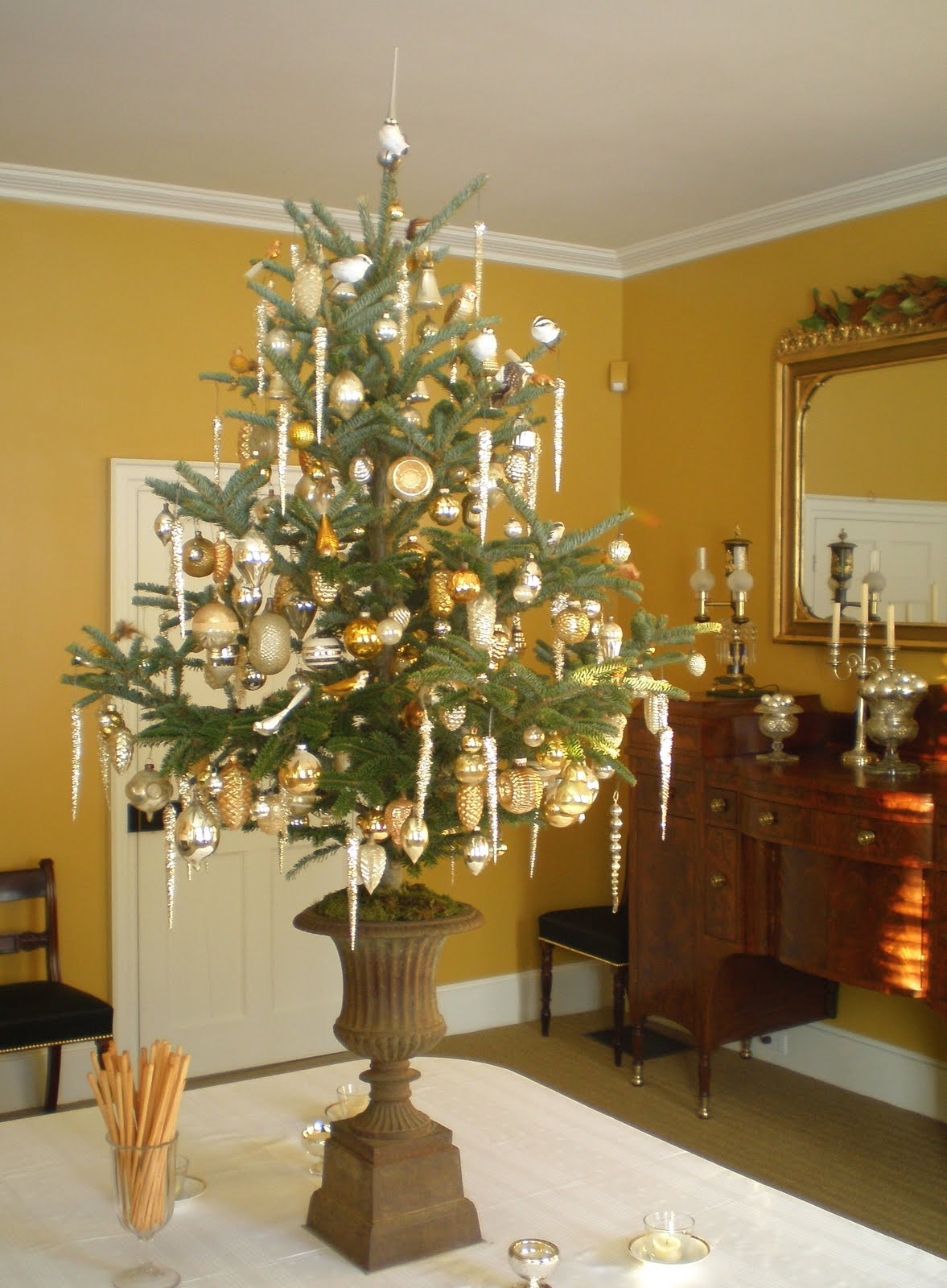 Tabletop christmas tree decorating ideas - Reggie Darling Via Here