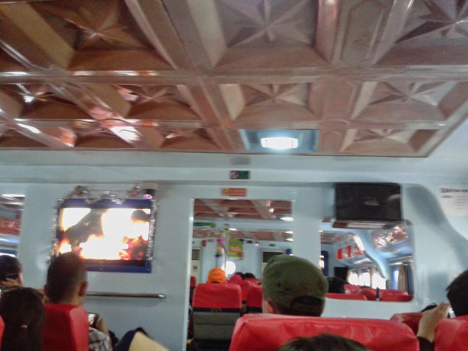 Suasana di dalam kapal cepat Bahari Express