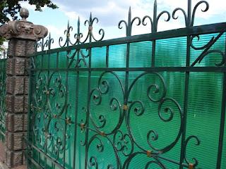 Кованный забор из поликарбоната. Фото 7