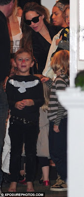 Cool Angelina Jolie with her cuties on playdate