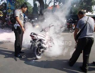Motor Anggota Polisi Terbakar di Area Parkir Mapolres Jombang
